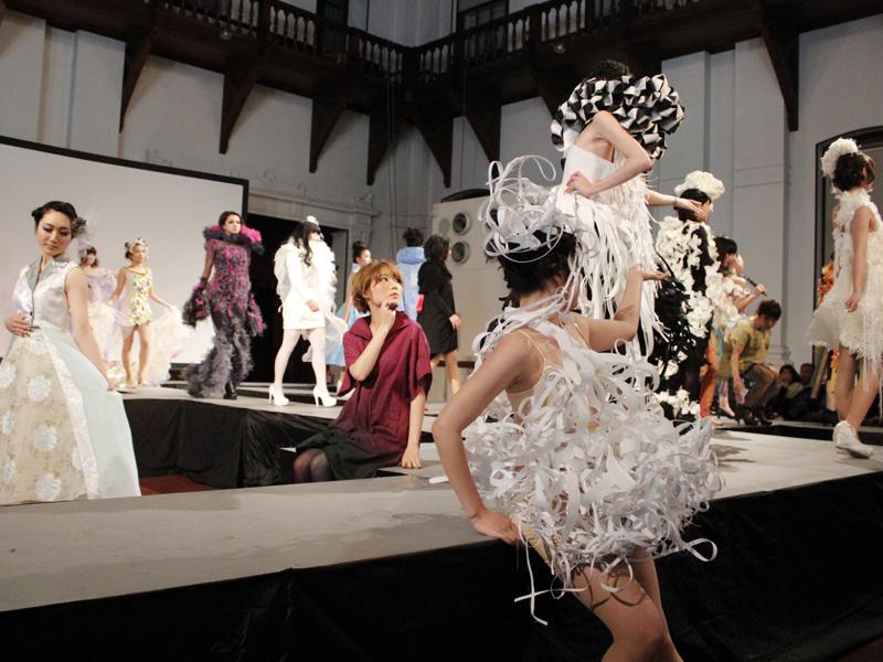 ファッションショー SEIAN COLLECTION 2014 BORN